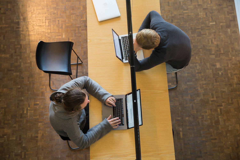 Atviras biuras: bendradarbiauti naudinga, bet kaip susikaupti?
