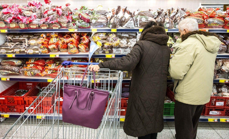 Ties skurdo riba Lietuvoje2016 m. gyveno beveik kas trečias