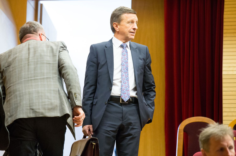 Išbuvusio KTU rektoriaus siūlo atimti mokslinį laipsnį, informuojami prokurorai