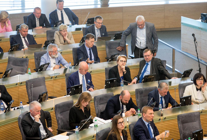 VŽ paaiškina: kas vyksta su Seimo socialdemokratais