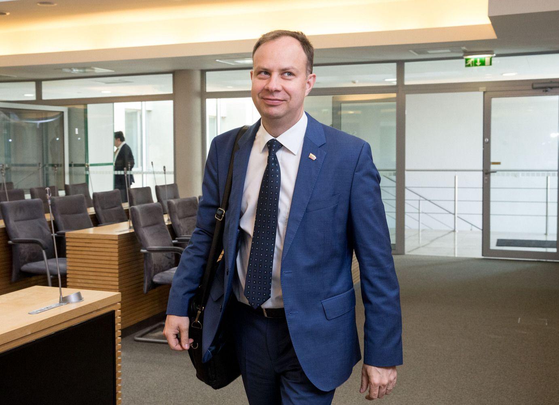 Konservatoriai sveikatos ministro aplinką skundžia STT
