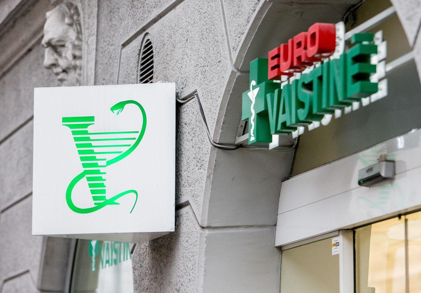 """""""Vilniaus prekyba"""" patvirtina, kad siekė parduoti vaistinių tinklus"""