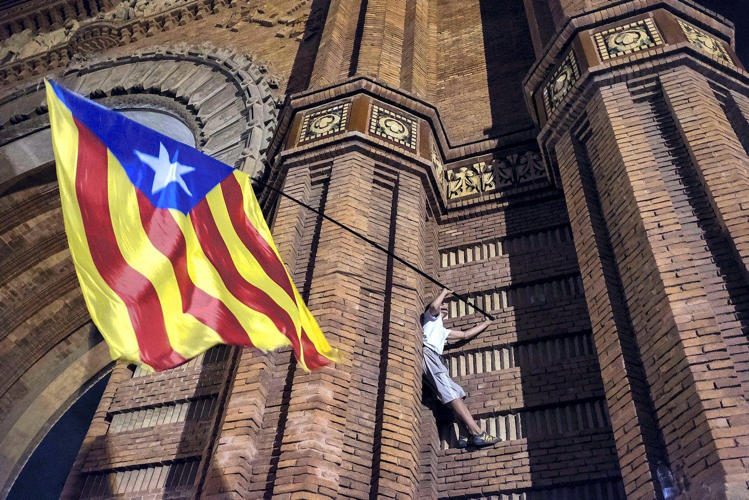 Madridasrengs naujusrinkimus Katalonijoje, gyventojai protestuoja prieš bankus