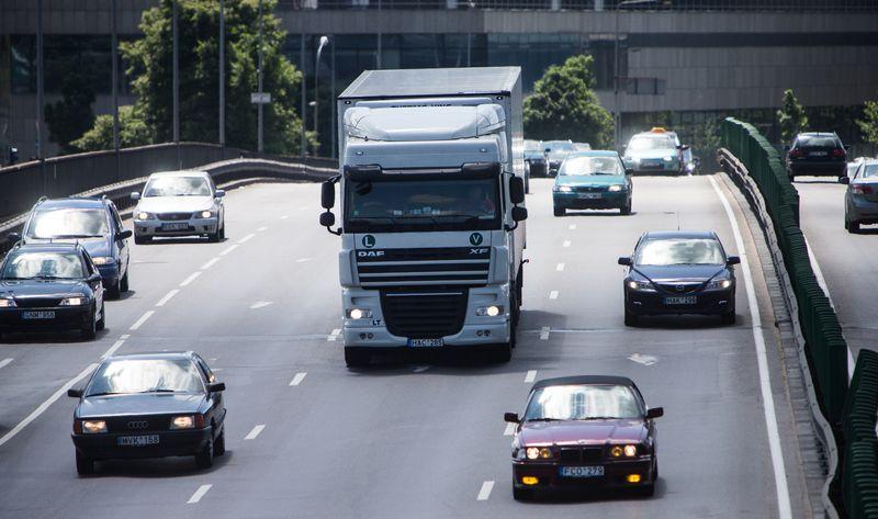 Kelių mokesčių pakeitimai paliestų visus komercinės paskirties automobilių valdytojus.  Vladimiro Ivanovo (VŽ) nuotr.