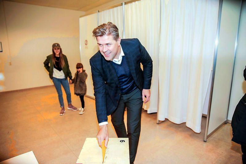 Islandijos rinkimus Nepriklausomybės partija, kuriai vadovauja buvęs premjeras Bjarnis Benediktssonas REUTERS nuotr.