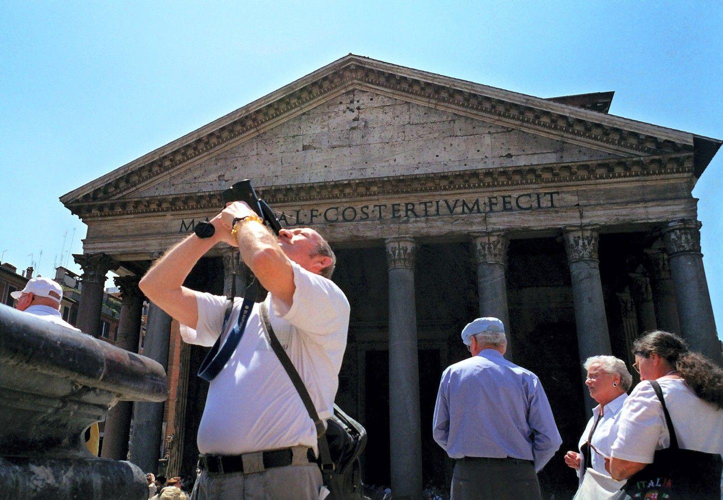 Turistams teks susimokėti už įėjimą į Romos Panteoną