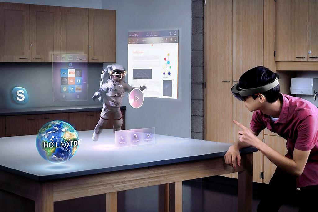 """""""Microsoft HoloLens"""" atkeliavo į Lietuvos rinką"""