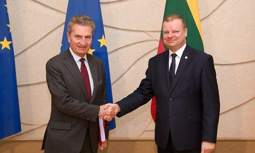 Skvernelis iš eurokomisaro išgirdo teigiamų signalų dėl ES biudžeto