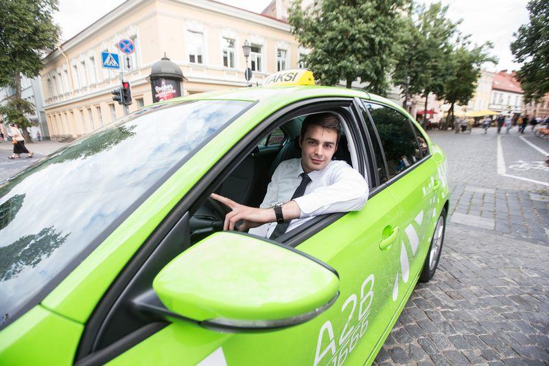 """Tomas Peleckas, UAB """"Amber Vilnius"""", teikiančios taksi paslaugas su prekės ženklu A2B, direktorius. Juditos Grigelytės (VŽ) nuotr."""