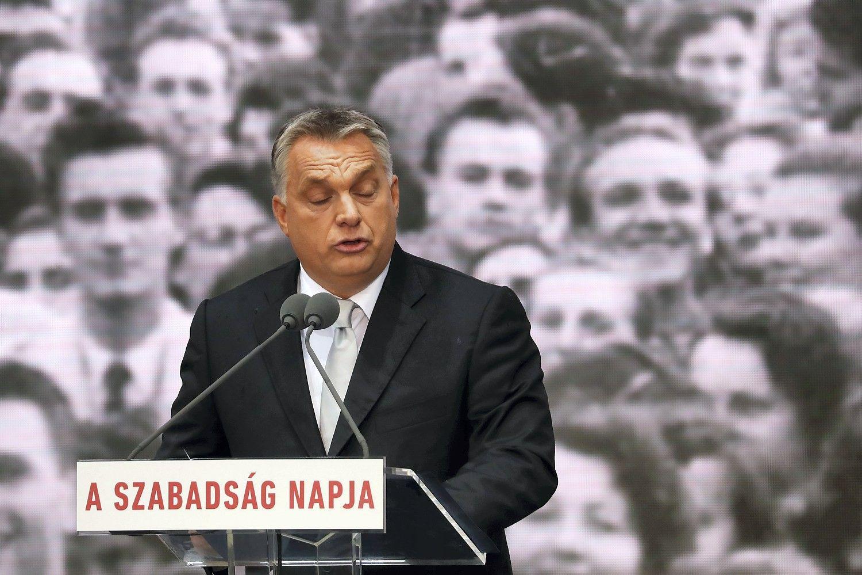 Lenkai ir vengrai vis labiau palaiko su Briuseliu konfrontuojančias vyriausybes