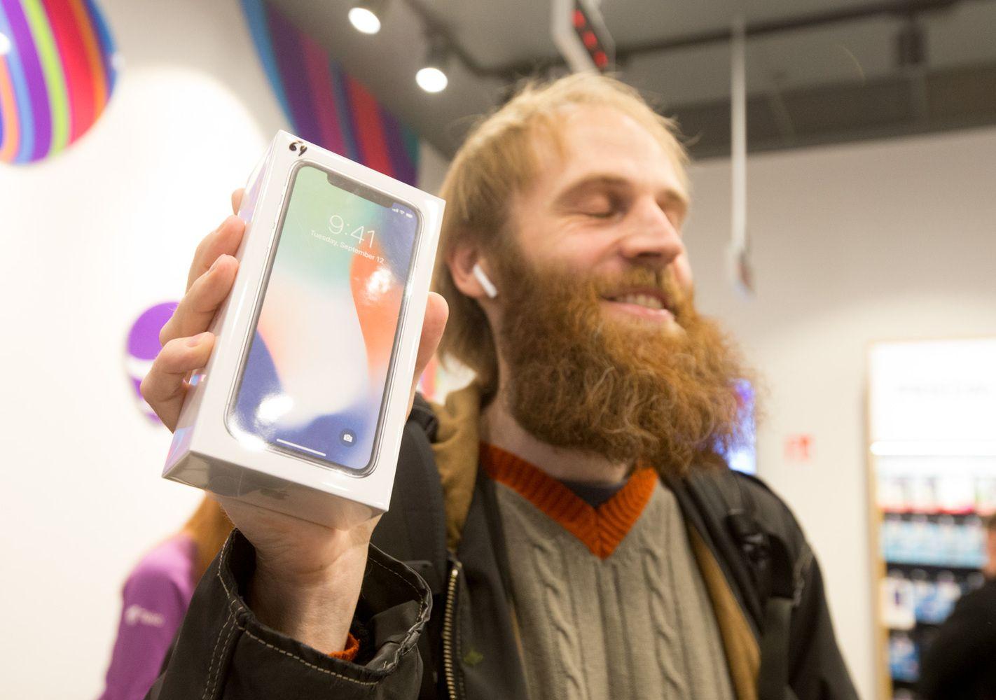 """Startavo prekyba jubiliejiniu """"iPhone X"""""""