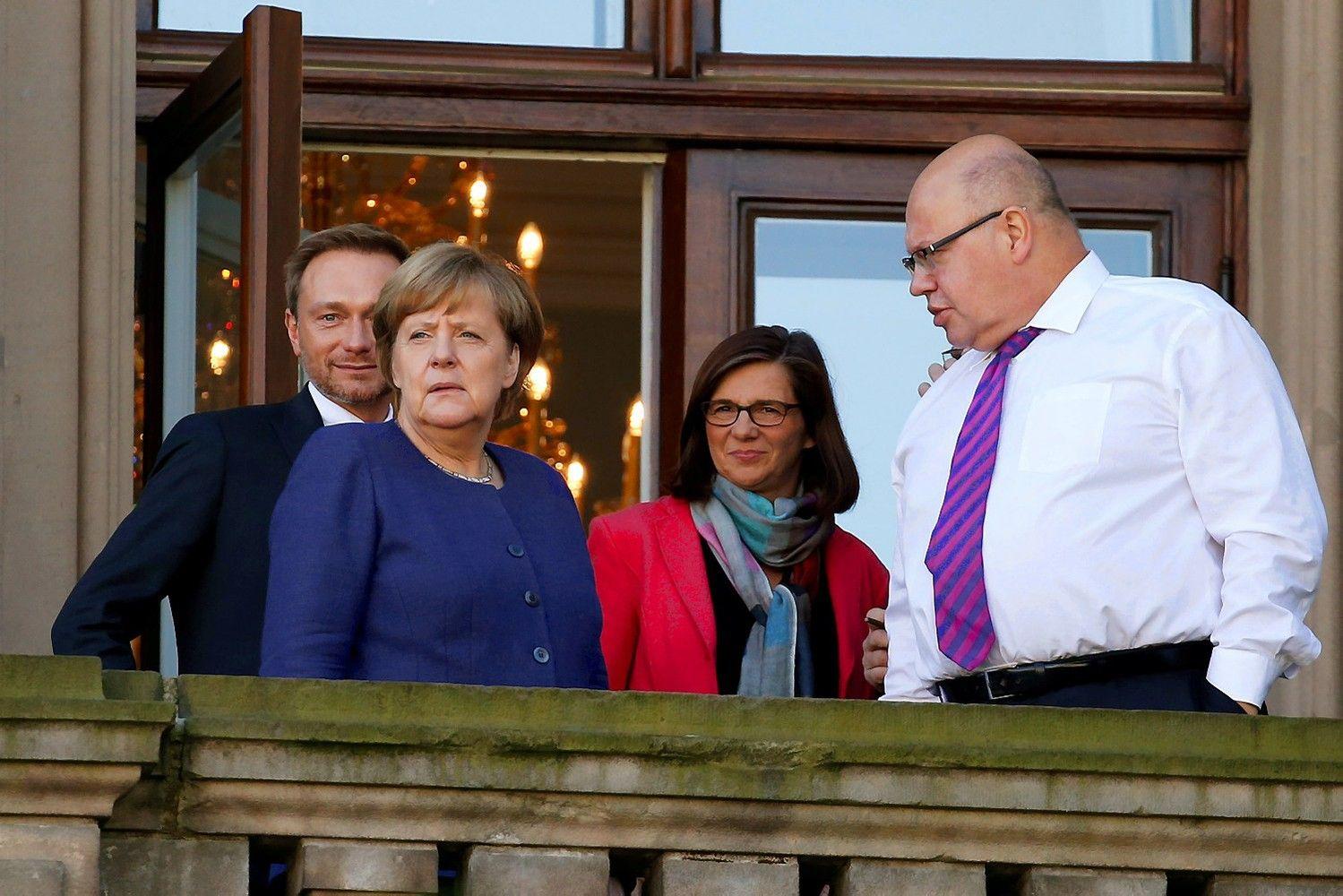 Nauja Merkel vyriausybė kelią skinasi sunkiai