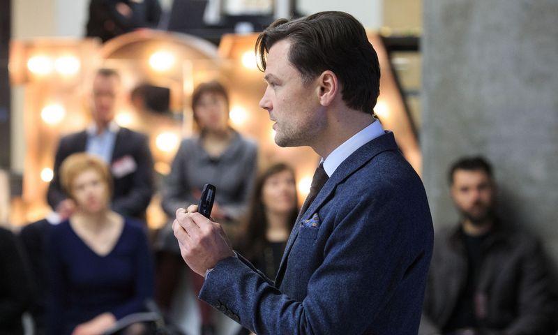 """Eligijus Kajieta, """"Korn Ferry Hay Group"""" generalinis direktorius Baltijos šalims, sako, kad Vakarų Europoje skirtumas tarp asistento ir vidutinės įmonės generalinio direktoriaus atlyginimo yra 3,5 karto, Lietuvoje – 6,5 karto. Vladimiro Ivanovo (vŽ) nuotr."""
