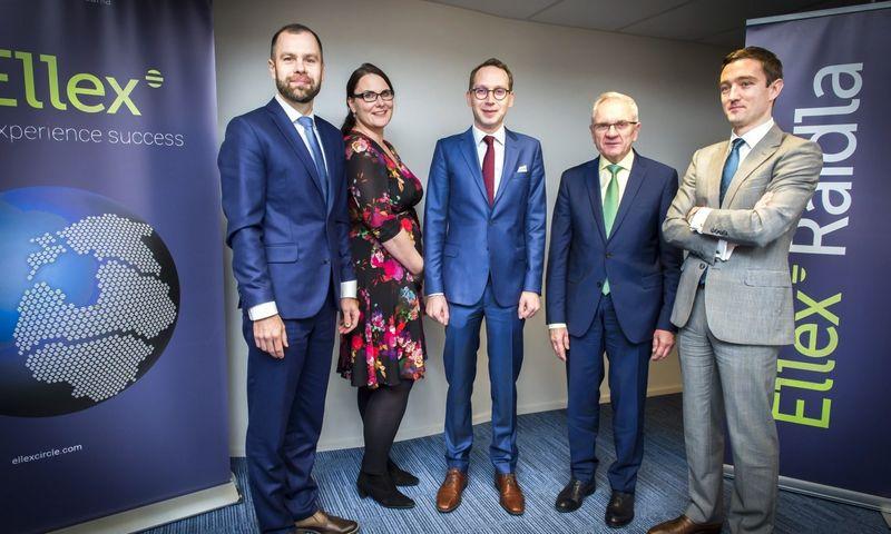 "Iš kairės į dešinę: Ants Nõmper, ""Ellex Raidla"" vadovaujantysis partneris; Gerli Kilusk, ""Primus"" partnerė; Ermo Kosk, ""Primus"" partneris; Jüri Raidla, ""Ellex Raidla"" vyresnysis partneris; Anton Sigal, ""Primus"" partneris. ""Ellex"" nuotr."