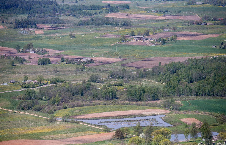 Seimas sušvelnino žemės įsigijimo saugiklius
