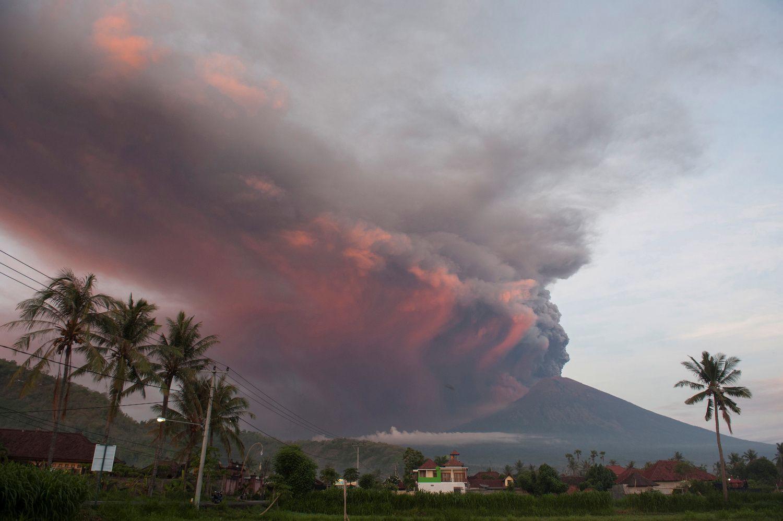 Iš Balio vis dar negali išskristi dešimtys tūkstančių turistų