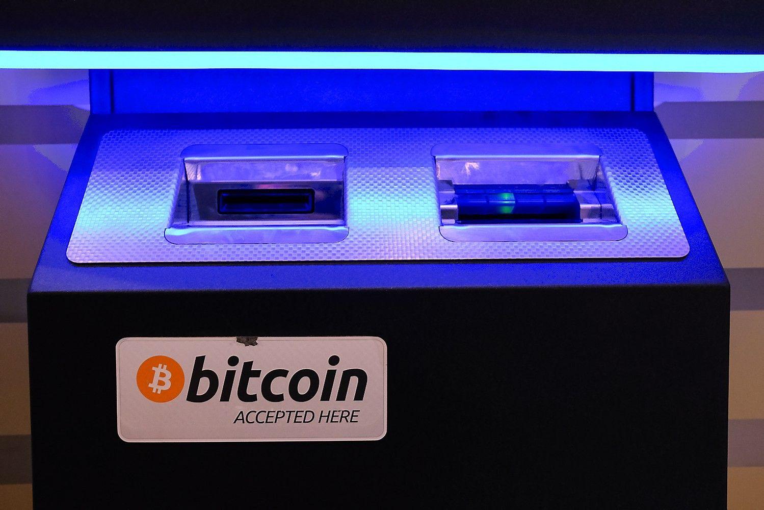 Bitkoinas kirto 11.000 USD