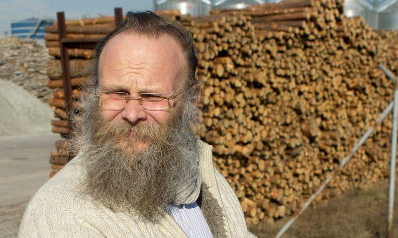 """Arvydas Urbis, Vakarų Lietuvos medienos perdirbėjų ir eksportuotojų asociacijos atstovas:""""Sortimentinis planas nesudarytų sąlygų lengvai pervadinti gerą žaliavą malkomis ir atiduoti ją deginti.""""  Algimanto Kalvaičio nuotr."""