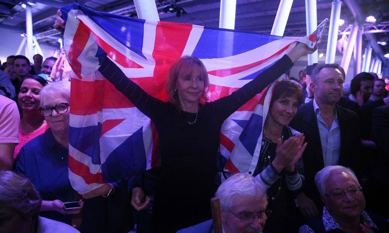 """Per JK referendumą dėl ES už pasitraukimą agituojanti pusė pateikė melagingą teiginį, kad kas savaitę JK išsiunčia ES 350mln. svarų sterlingų. """"Reuters"""" nuotr."""
