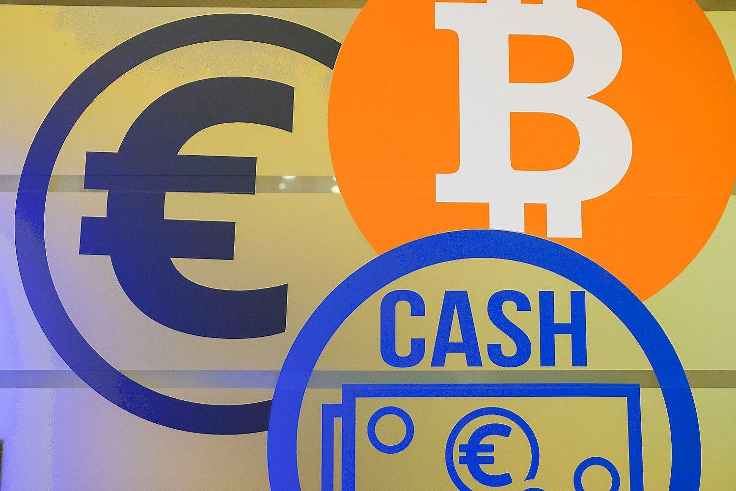 Bitkoinas tyrinėja 12.000 USD prieigas