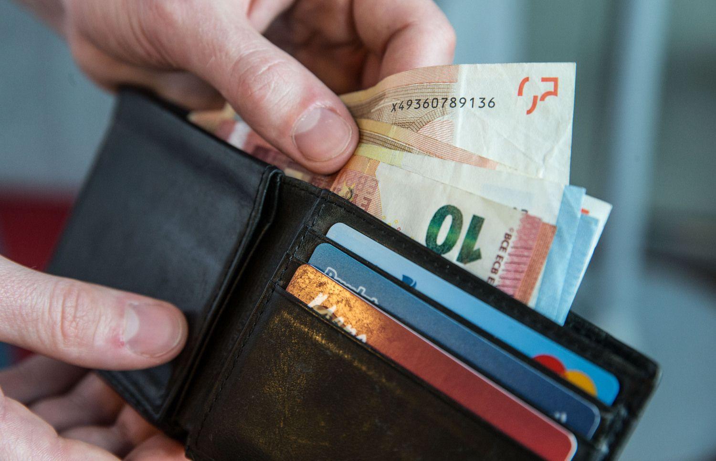 Po naujo Seimo sprendimo darbuotojų atlyginimai bus kaip ant delno