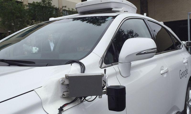 """""""Lexus"""" pagamintas savivaldis """"Google"""" automobilis. Alexandria Sage (""""Reuters"""" / """"Scanpix"""") nuotr."""
