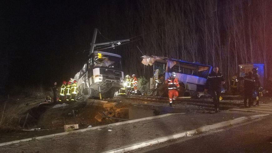 Prancūzijoje įvyko pražūtinga traukinio ir autobuso avarija