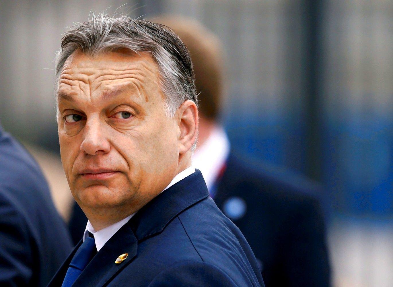 Rinkimams besiruošiantis Orbanassuteikė milijonąją pilietybę užsienio vengrams