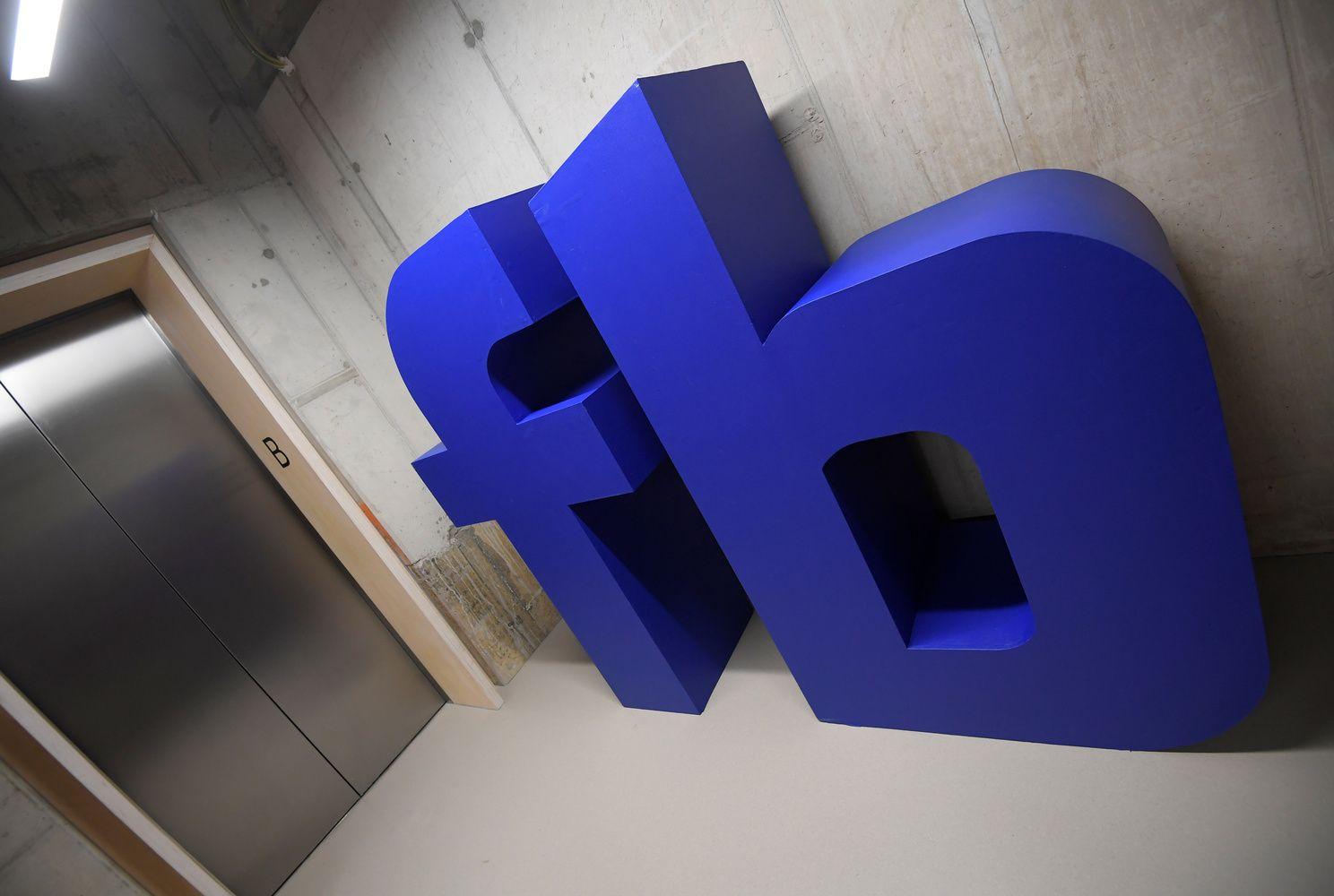 """Atsijoti 40-mečius darbuotojus kompanijos pasitelkė """"Facebook'ą"""""""
