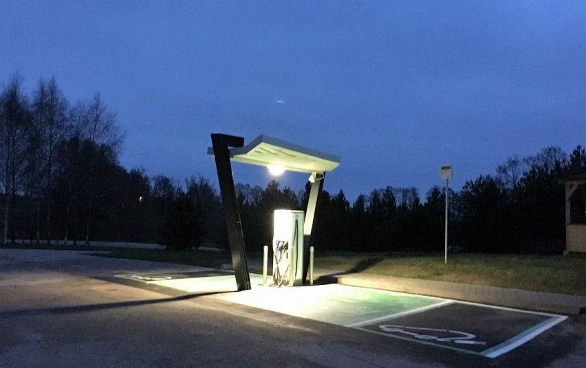 Prie Lietuvos automagistralių veikia 10 naujų elektromobilių įkrovimo stotelių