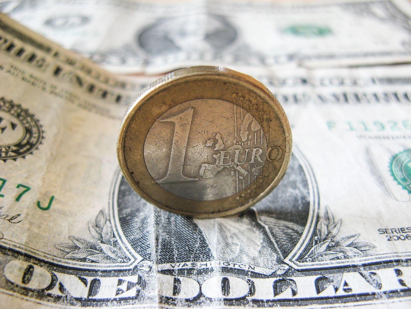 Euro ir dolerio santykiuose tokių metų nebuvo nuo pat 2003 m.