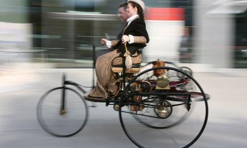 Iliustruotoji istorija: pirmoji kelionė automobiliu
