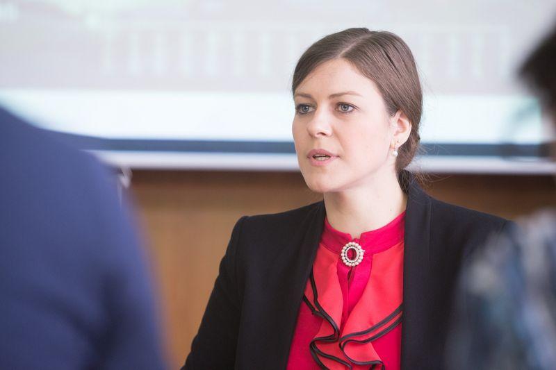 """Indrė Genytė-Pikčienė, """"Luminor"""" banko vyriausioji analitikė, nurodo, kad vystytojai palengva išeina iš gyvenamojo būsto segmento. Juditos Grigelytės (VŽ) nuotr."""