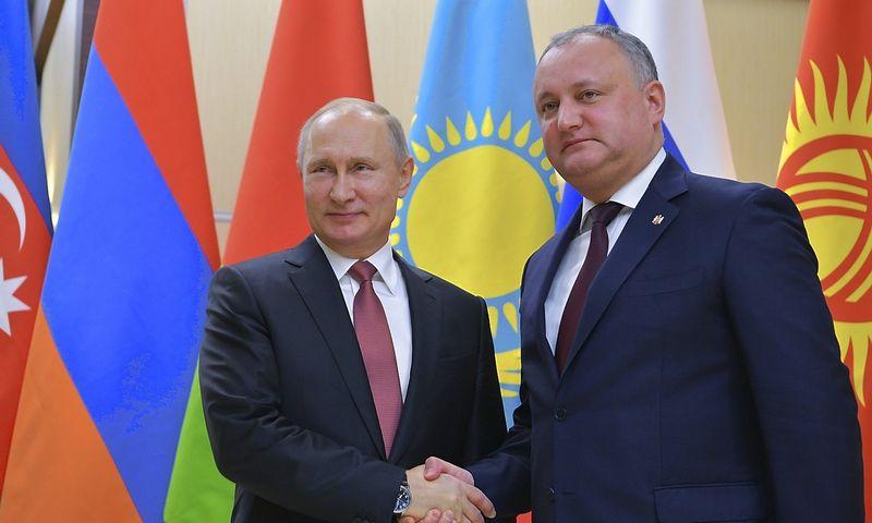 Vladimiras Putinas, Rusijos prezidentas, ir Igoris Dodonas, Moldovas vadovas. Aleksejaus Družinino (Sputnik / Reuters / Scanpix) nuotr.