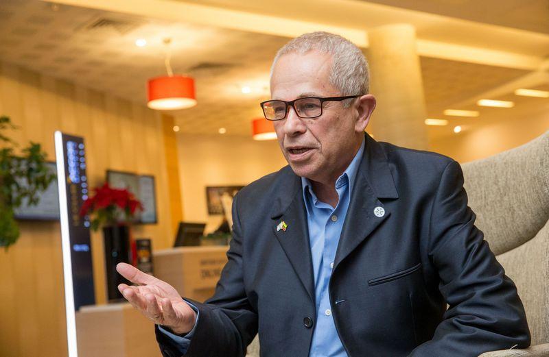 """Zvika Kezureris, Izraelio ir Lietuvos technologijų centro valdybos pirmininkas: """"Kariuomenė yra viena priežasčių, kodėl Izraelyje sparčiai išaugo aukštųjų technologijų sektorius. Net ir IT padalinyje jaunas žmogus turi vadovauti savo komandai ir vesti ją į tikslą. Dėl to vėliau jis įkuria ir gerai valdo startuolį."""" Juditos Grigelytės (VŽ) nuotr."""