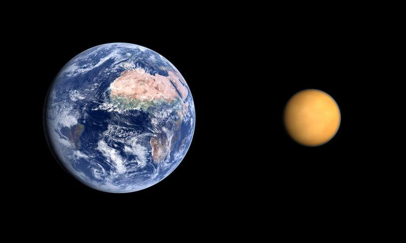 Žemė ir Titanas. Mattonstock.com nuotr.