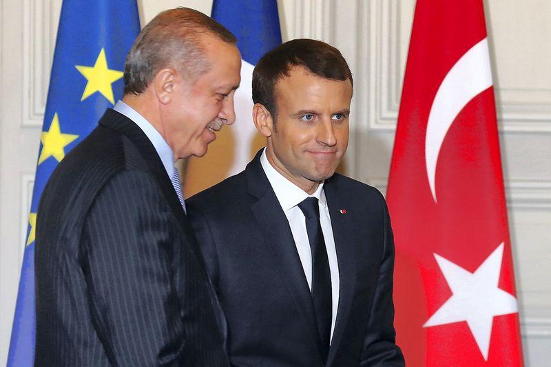 Emmanuelis Macronas, Prancūzijos prezidentas, ir Recepas Tayyipas Erdoganas, Turkijos vadovas Paryžiuje. Ludovico Marino (Reuters / Scanpix) nuotr.