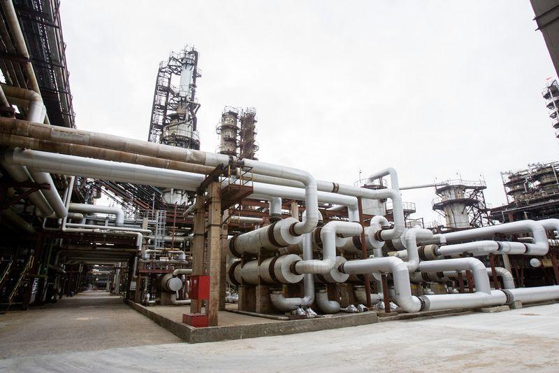 """Bendrovei """"Orlen Lietuva"""" priklausanti naftos perdirbimo gamykla Mažeikiuose, nors ir nėra valstybinė, irgi yra įrašyta į nacionaliniam saugumui svarbių strateginių įmonių sąrašą.  Vladimiro Ivanovo (VŽ) nuotr."""