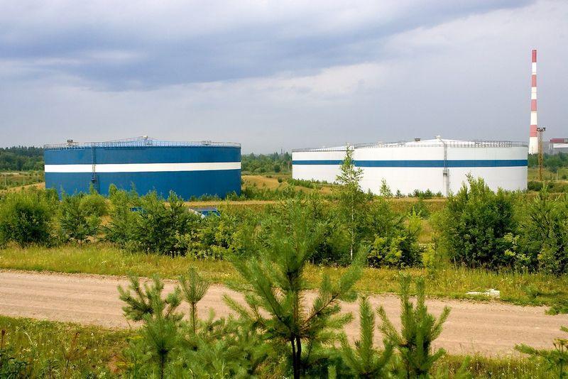 Nebaigta statyti mazuto saugykla šalia Gariūnų turgavietės Vilniuje. Juditos Grigelytės (VŽ) nuotr.