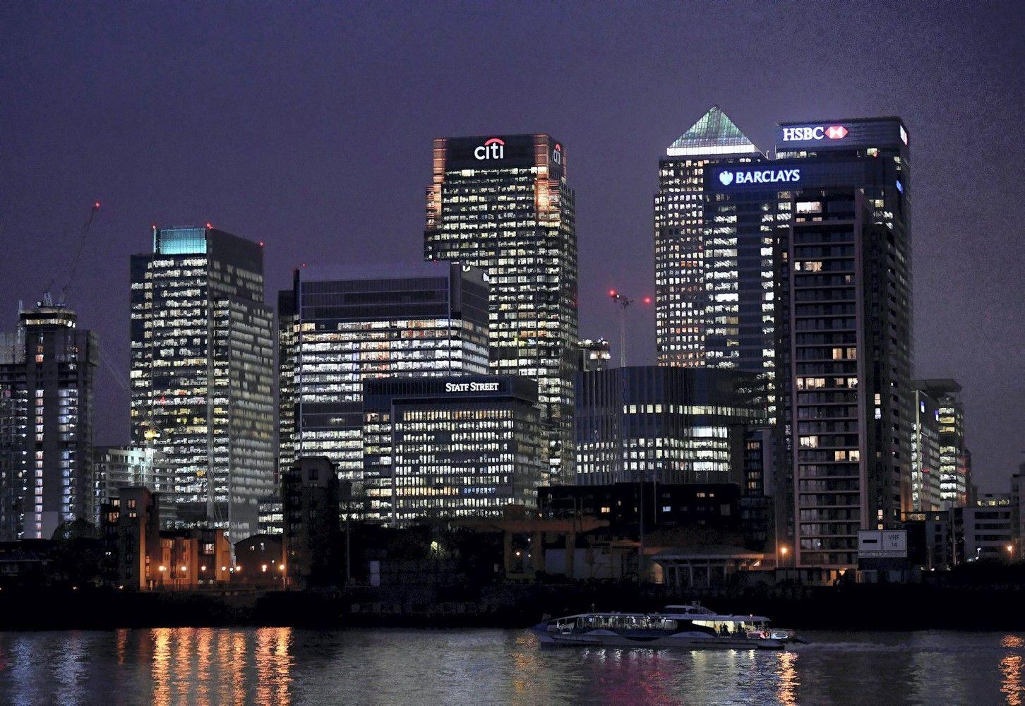 Britai rizikuoja netekti pusės milijono darbo vietų
