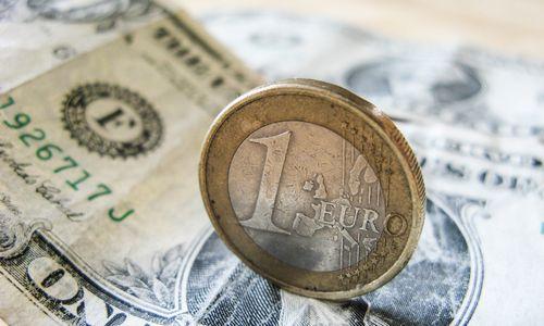 Kylančiam eurui vokiečiai šliūkštelėjo raketinio kuro