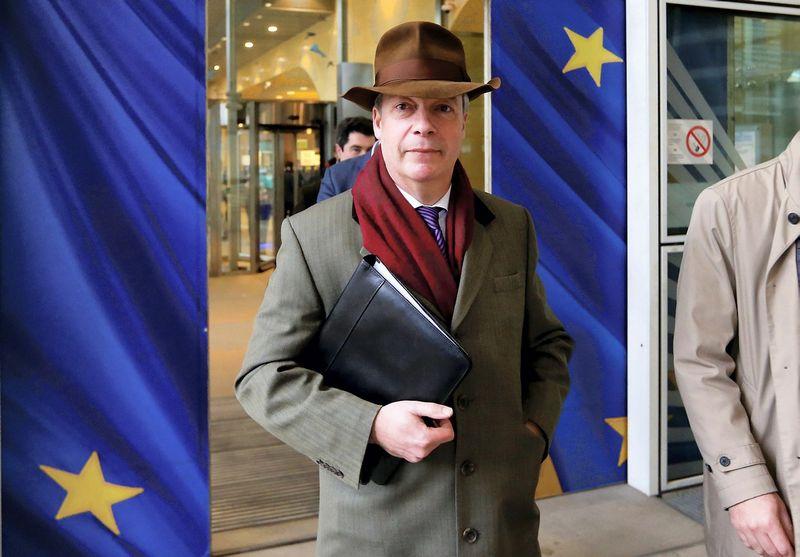 """Nigelis Farage'as, """"Brexit"""" šalininkas, po susitikimo su Micheliu Barnier, vyriausiuoju ES derybininku. Francois Lenoir (Reuters / Scanpix) nuotr."""