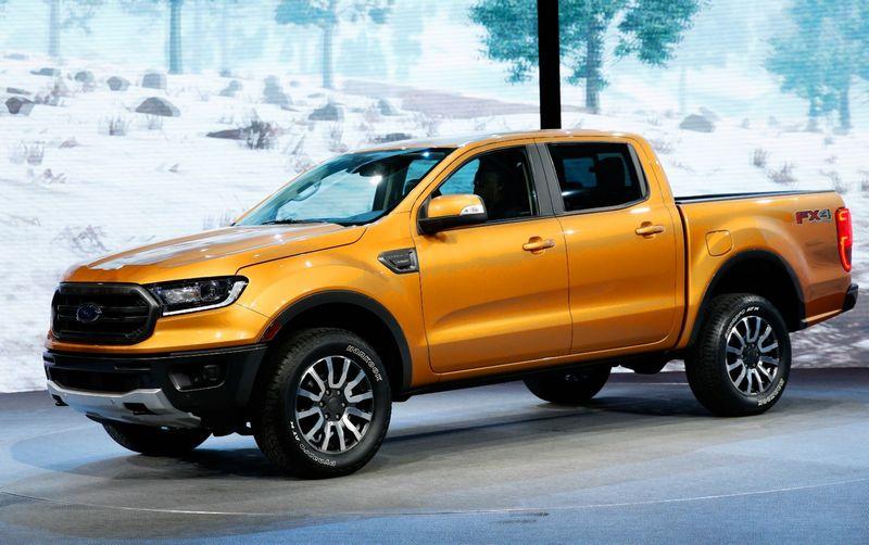"""Nepaisant """"Ford"""" pažadų elektrifikuoti daugumą modelių, Detroito automobilių parodoje pristatytas 2019 m. modelis """"Ford Ranger"""" – kol kas elektra nevaromas. Rebeccos Cook (""""Reuters"""" / """"Scanpix"""") nuotr."""