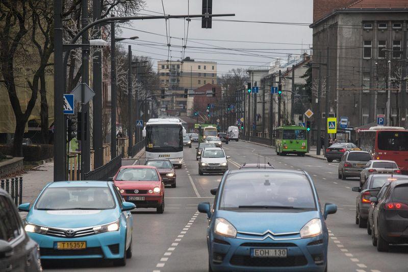 Jaunėja į Lietuvą įvežami naudoti automobiliai. Juditos Grigelytės (VŽ) nuotr.