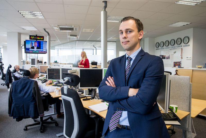 Simonas Jurgionis, SEB banko Kapitalo rinkų skyriaus vyresnysis dileris. Juditos Grigelytės (VŽ) nuotr.