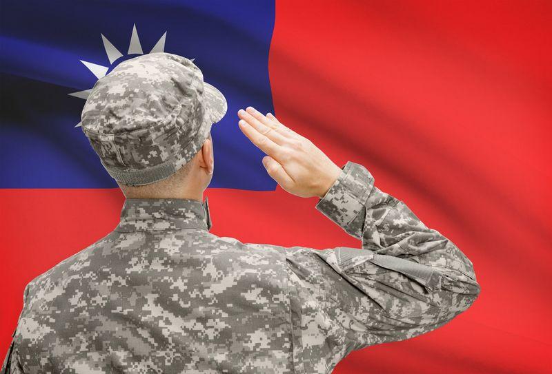 Kareivis prie Taivano vėliavos. Matton nuotr.