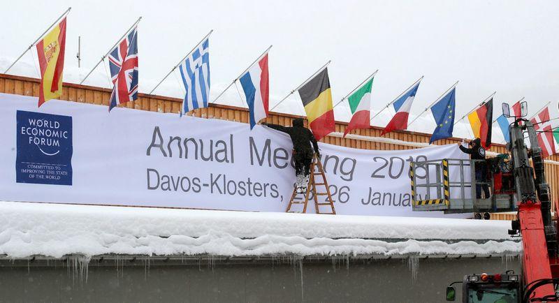 """Davose jau ruošiamasi gausybės pasaulio lyderių atvykimui į Ekonomikos forumą. Arnd Wiegmann (""""Reuters"""") nuotr."""