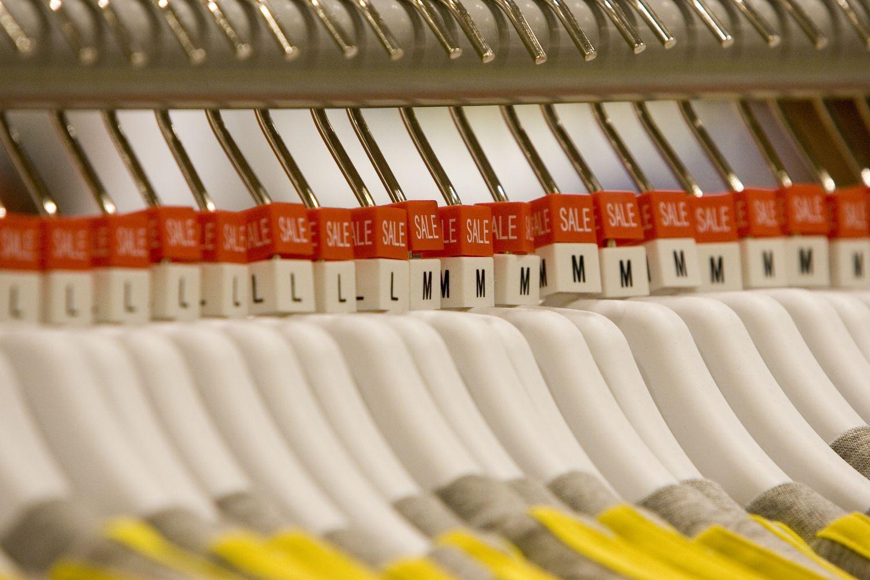 Baltarusija vietos aprangos gaminiams kuria specialių parduotuvių tinklą