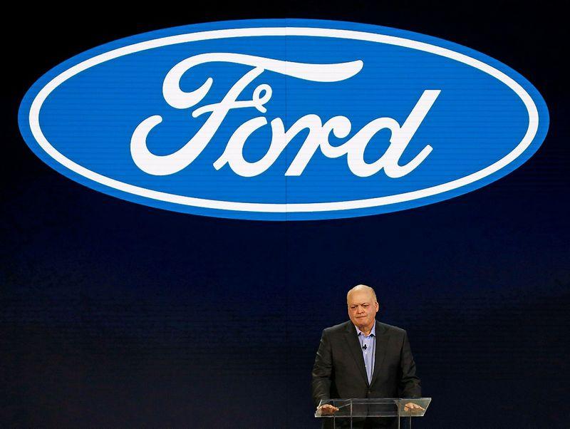 "Jim Hackettas Hackettas, ""Ford"" vadovas, pristato įmonės rezultatus. Brendano Mcdermido (Reuters / Scanpix) nuotr."