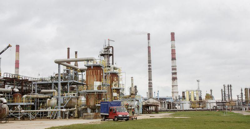 """Naftos perdirbimo įmonės akcinės bendrovės """"ORLEN Lietuva"""" naftos produktų gamykla Mažeikių rajone. Vladimiro Ivanovo nuotr."""